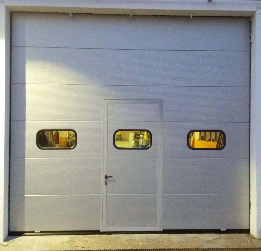 Porta sezionale coibentata industriale - Ferrari Porte