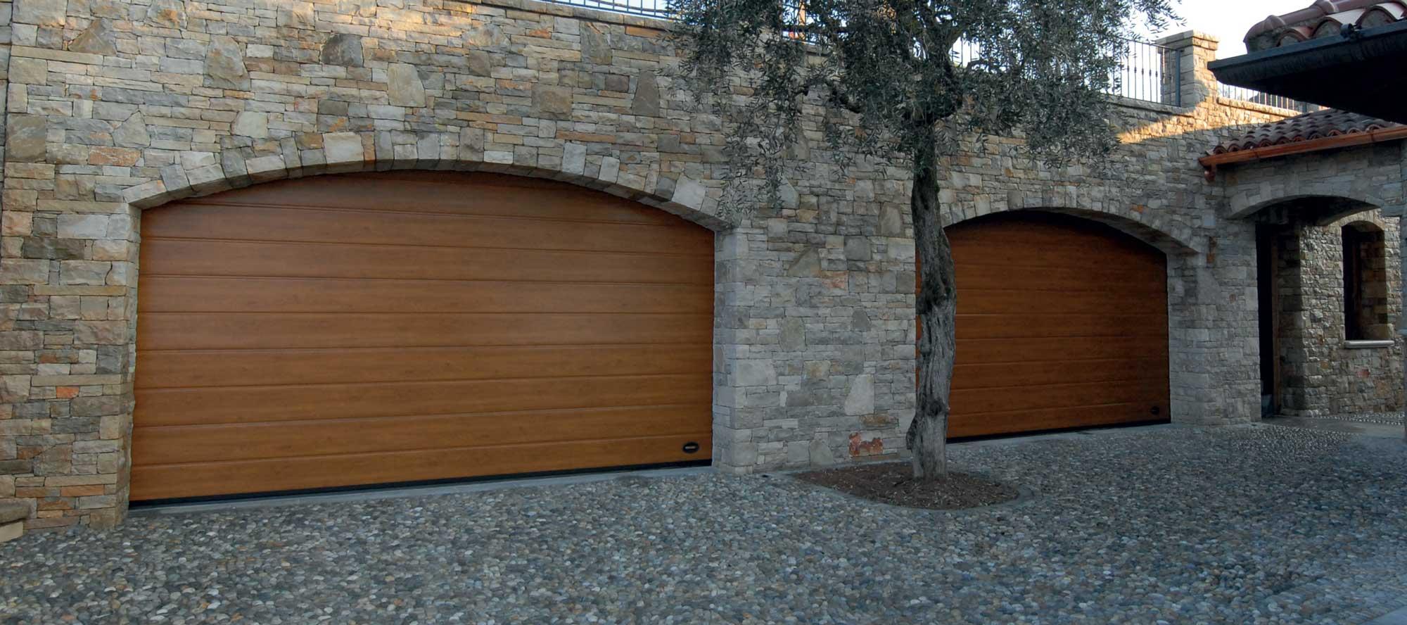 Porte sezionali in metallo da garage residenziale - Ferrari Porte