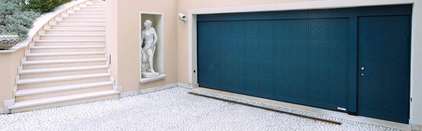 Porta sezionale residenziale in legno - Ferrari Porte